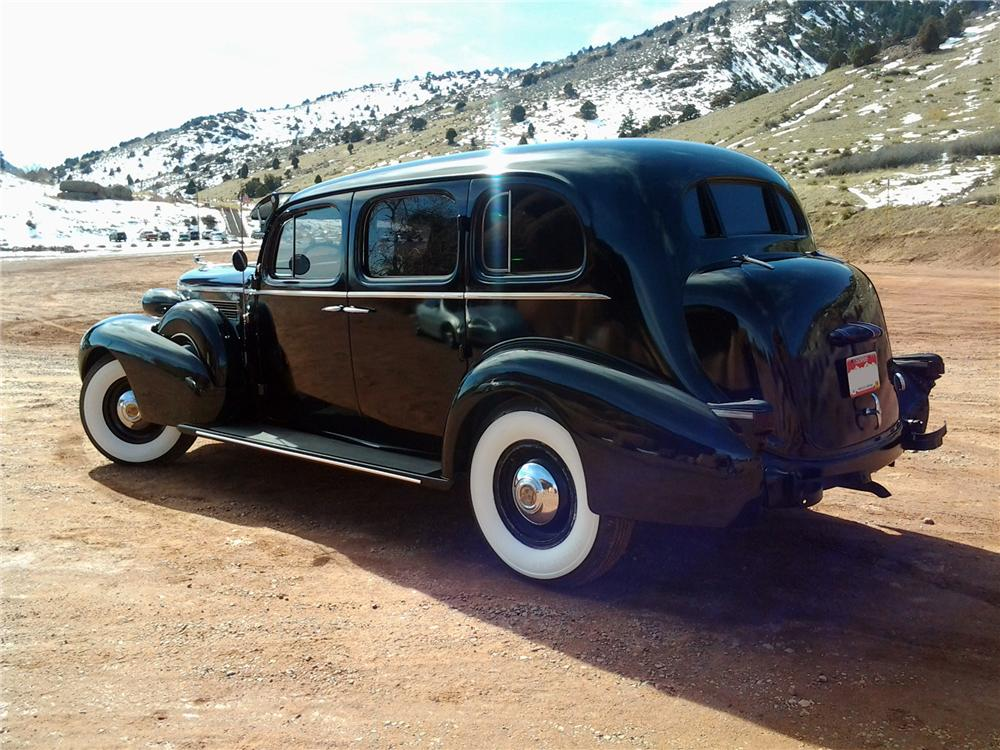 1937 CADILLAC FLEETWOOD SERIES 75 LIMOUSINE - Rear 3/4 - 152091