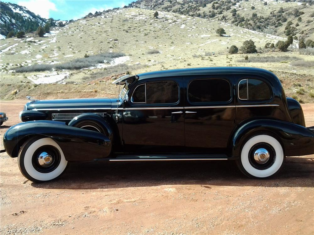 1937 CADILLAC FLEETWOOD SERIES 75 LIMOUSINE - Side Profile - 152091