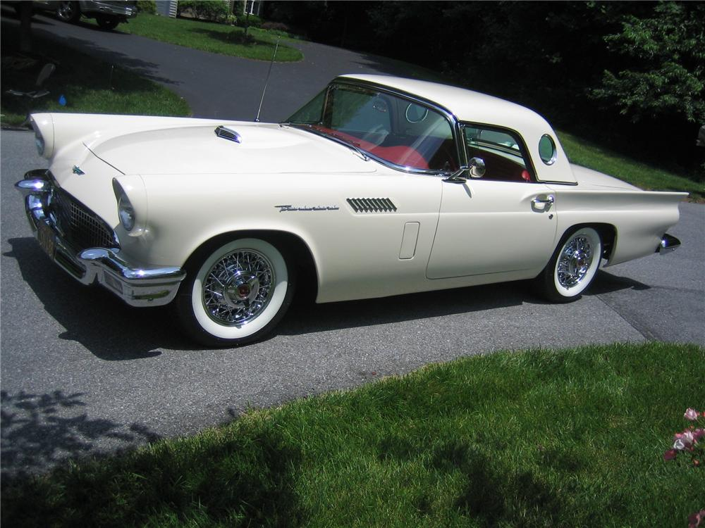 1957 FORD THUNDERBIRD CONVERTIBLE - Front 3/4 - 152096
