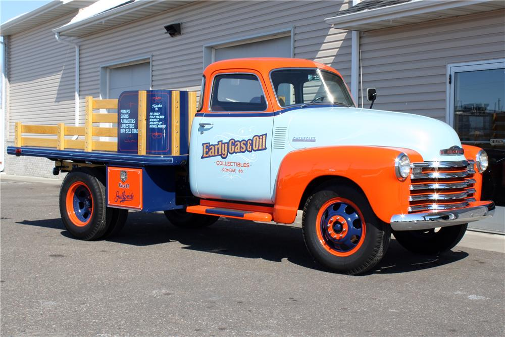 1948 CHEVROLET 1 TON STAKE BED TRUCK - Front 3/4 - 152103