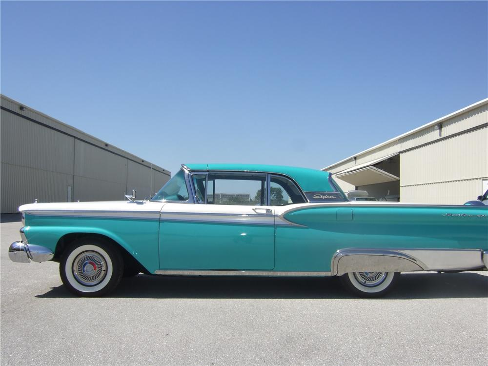1959 Ford Skyliner Convertible 152112