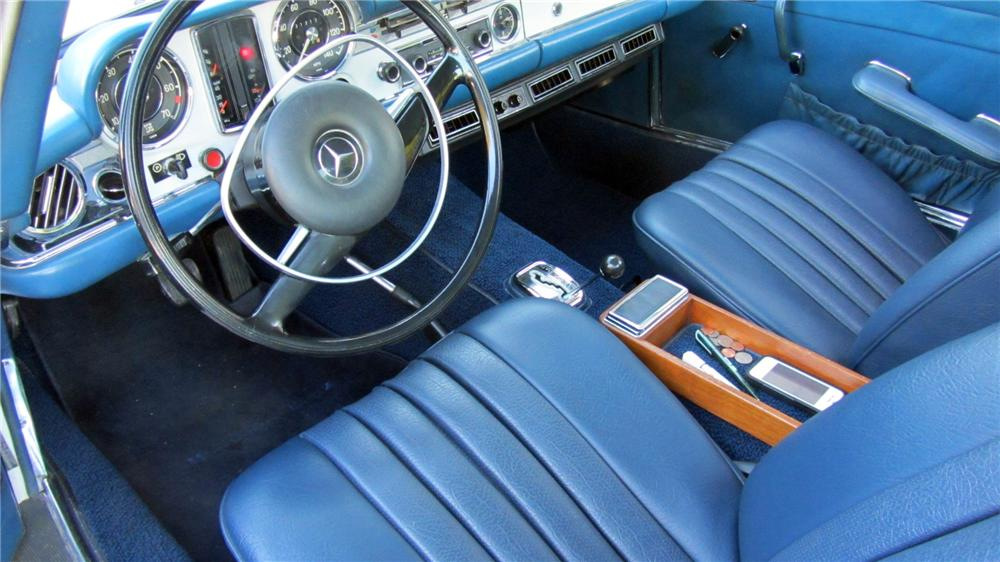 1968 MERCEDES-BENZ 250SL CONVERTIBLE - Interior - 152233