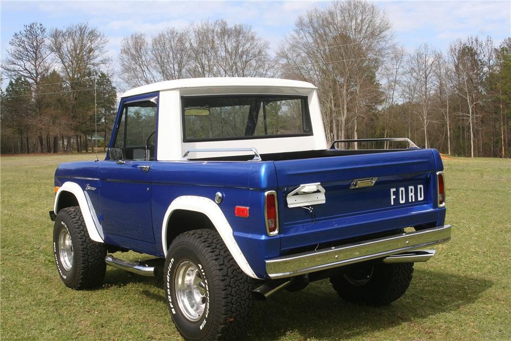 1976 FORD BRONCO 1/2 CAB - Rear 3/4 - 152516