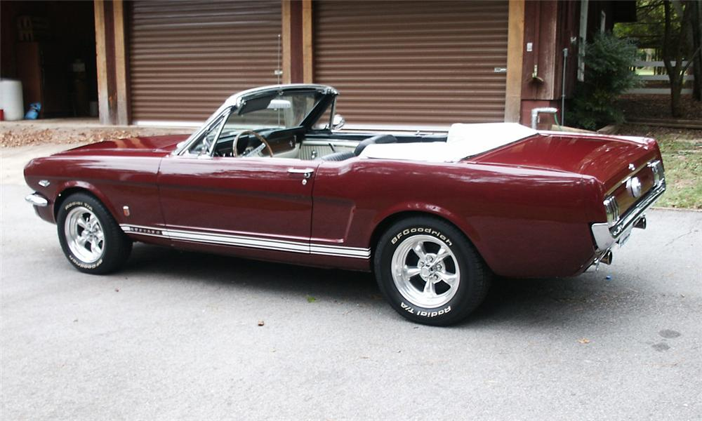 1966 FORD MUSTANG CONVERTIBLE - Rear 3/4 - 15370
