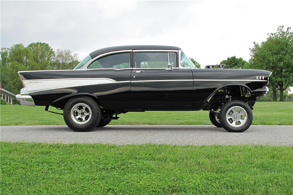 1957 CHEVROLET BEL AIR CUSTOM 2 DOOR SEDAN - Side Profile - 154184