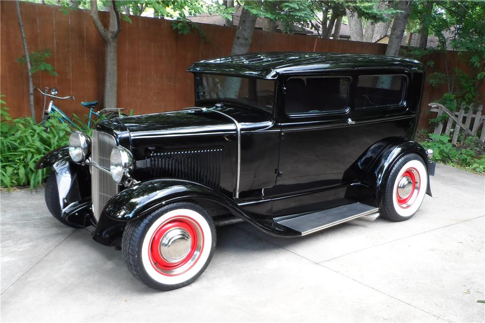 1930 ford custom 2 door sedan 154219