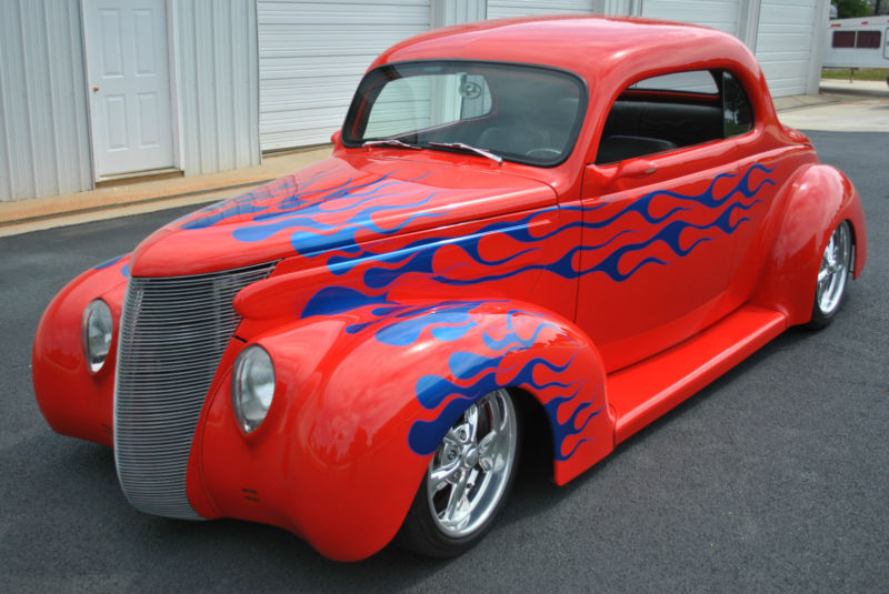 1939 FORD CUSTOM 2 DOOR COUPE - Front 3/4 - 154241