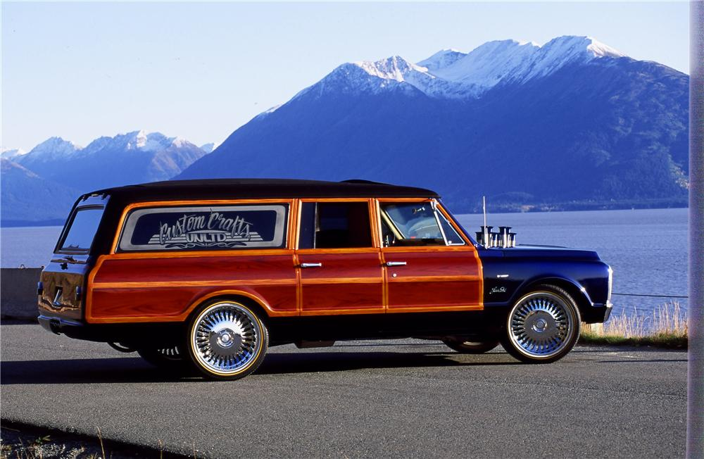 1970 CHEVROLET SUBURBAN CUSTOM WOODY WAGON - Side Profile - 154253