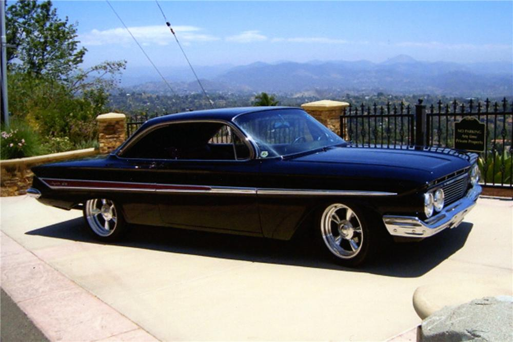 1961 CHEVROLET IMPALA CUSTOM 2 DOOR BUBBLE TOP - Side Profile - 154333