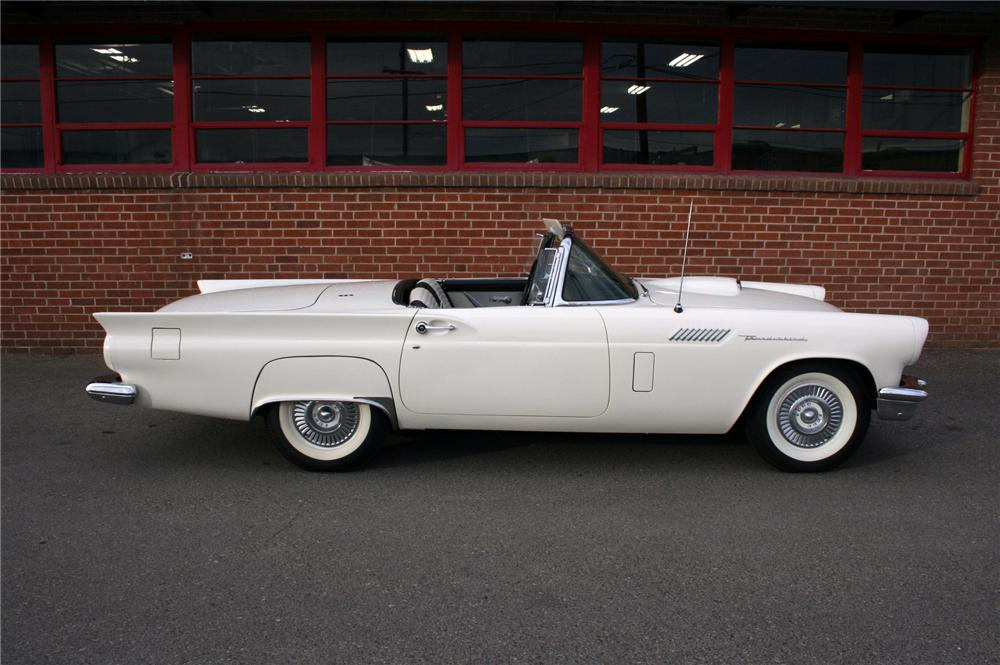 1957 FORD THUNDERBIRD CONVERTIBLE - Side Profile - 154817