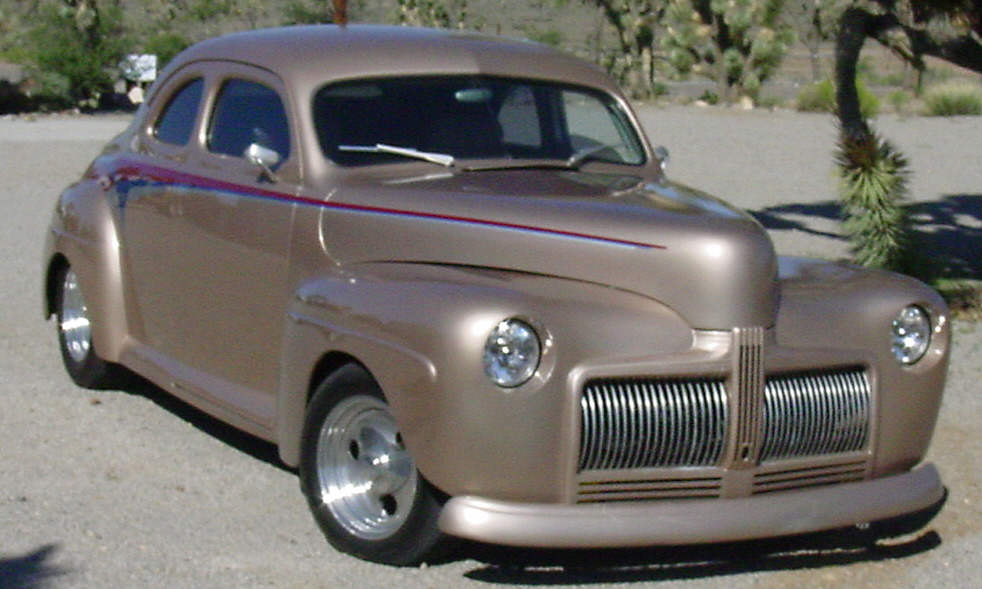 1942 FORD BUSINESS CUSTOM 2 DOOR HARDTOP COUPE - Front 3/4 - 15513