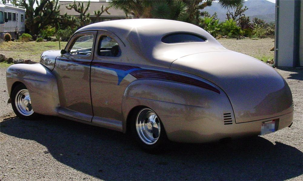 1942 FORD BUSINESS CUSTOM 2 DOOR HARDTOP COUPE - Rear 3/4 - 15513