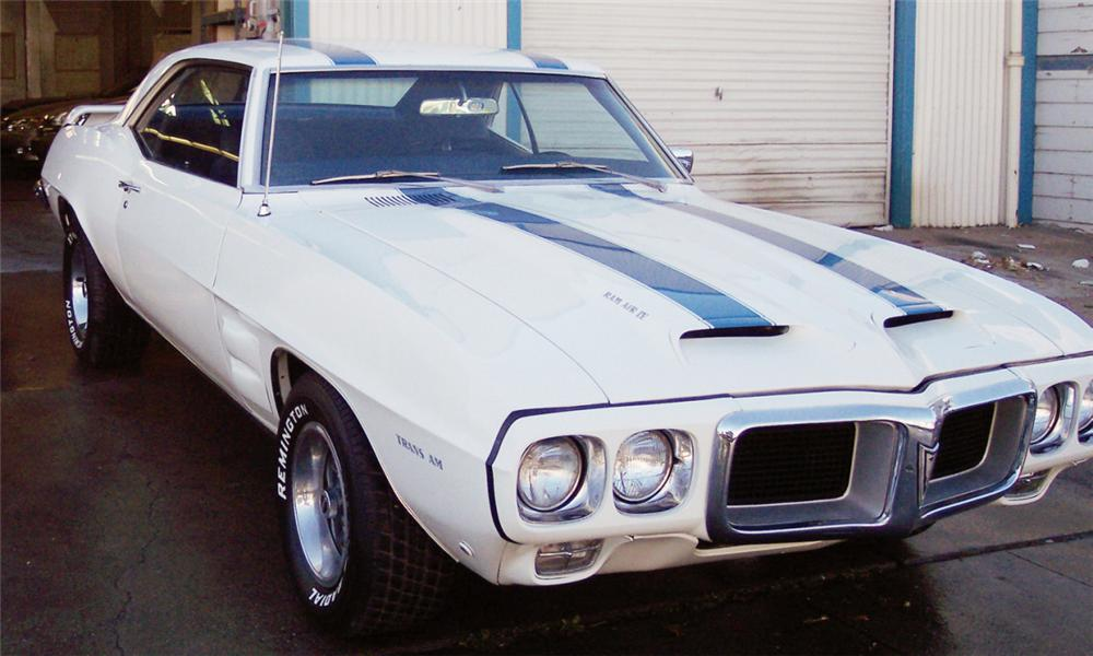 1969 PONTIAC TRANS AM COUPE - Front 3/4 - 15552