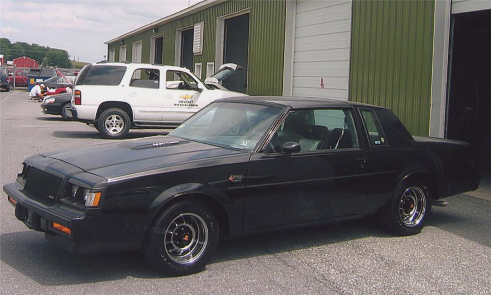 1987 BUICK REGAL GRAND NATIONAL COUPE - Front 3/4 - 15559