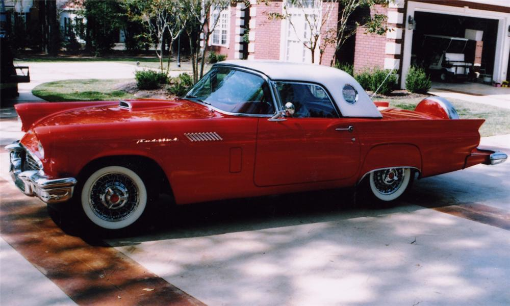 1957 FORD THUNDERBIRD CONVERTIBLE - Side Profile - 15581