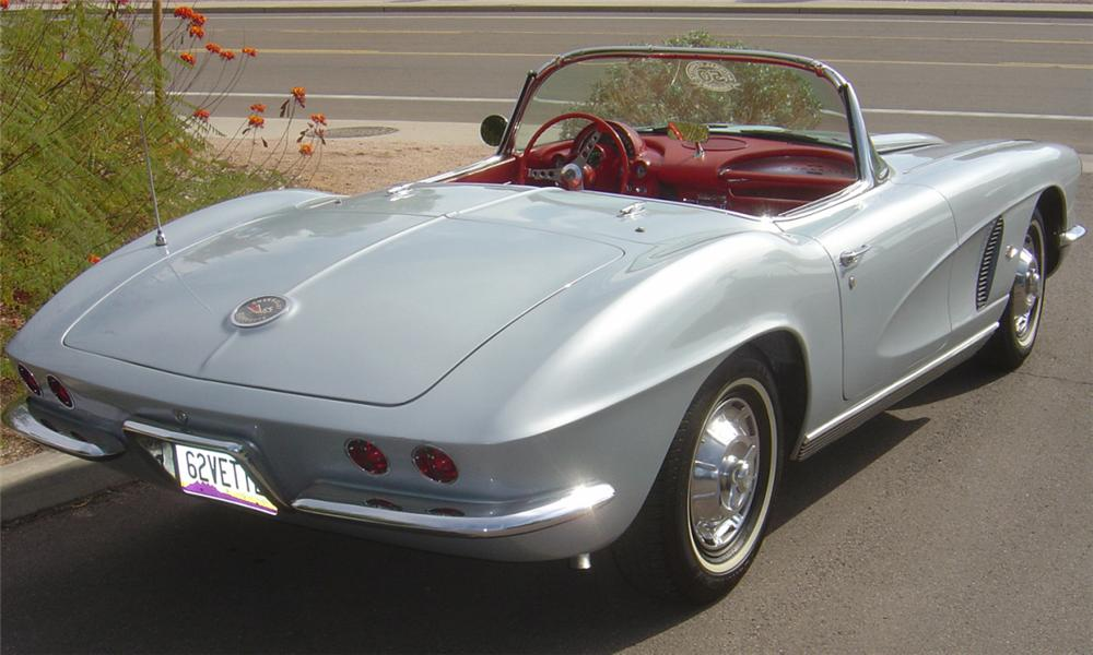 1962 CHEVROLET CORVETTE 327 CONVERTIBLE - Rear 3/4 - 15599