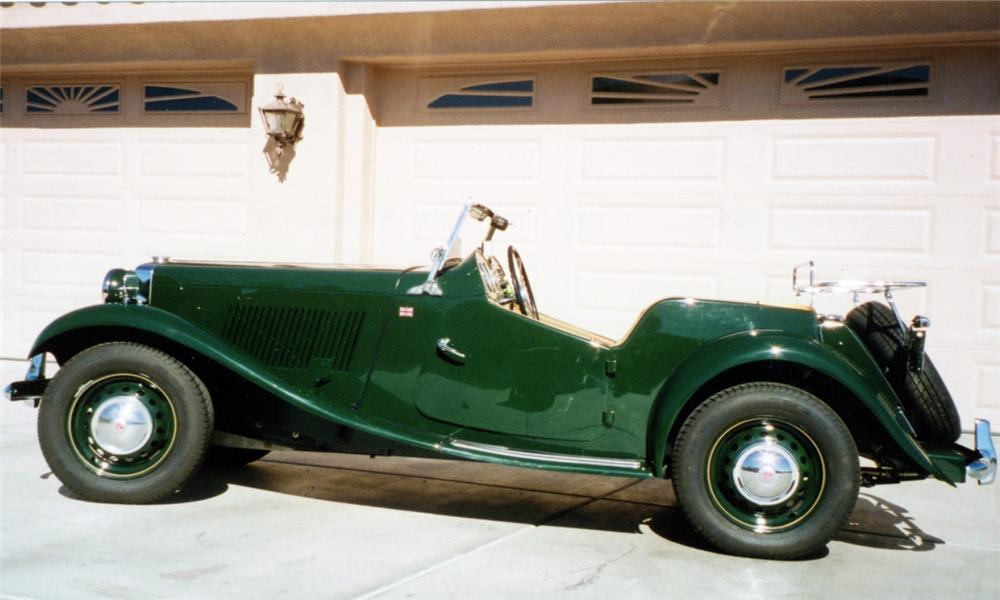 1952 MG TD ROADSTER - Side Profile - 15614