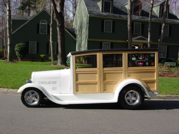 1929 FORD MODEL A WOODY WAGON - Front 3/4 - 15676