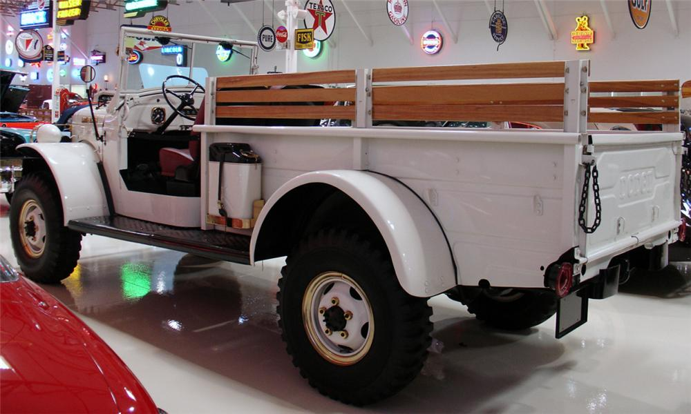 1954 DODGE POWER WAGON - Front 3/4 - 15692
