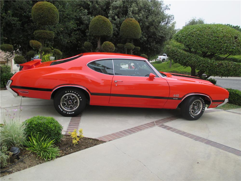 1970 OLDSMOBILE 442 W30 2 DOOR COUPE - Side Profile - 157305