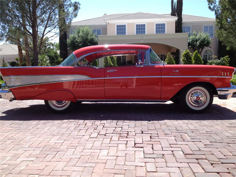 1957 CHEVROLET BEL AIR 2 DOOR HARDTOP - Side Profile - 157318