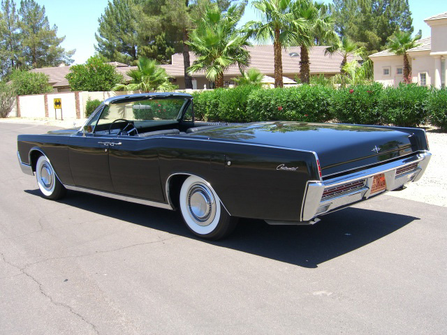 1967 LINCOLN CONTINENTAL CONVERTIBLE - Rear 3/4 - 157322