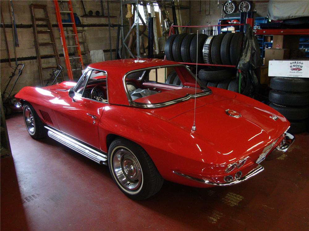 1967 CHEVROLET CORVETTE CONVERTIBLE - Rear 3/4 - 157341