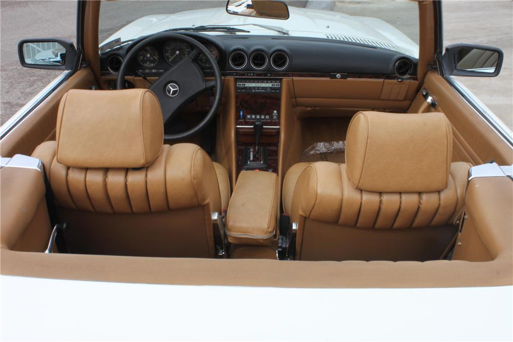 1982 MERCEDES-BENZ 380SL 2 DOOR CONVERTIBLE - Interior - 157344