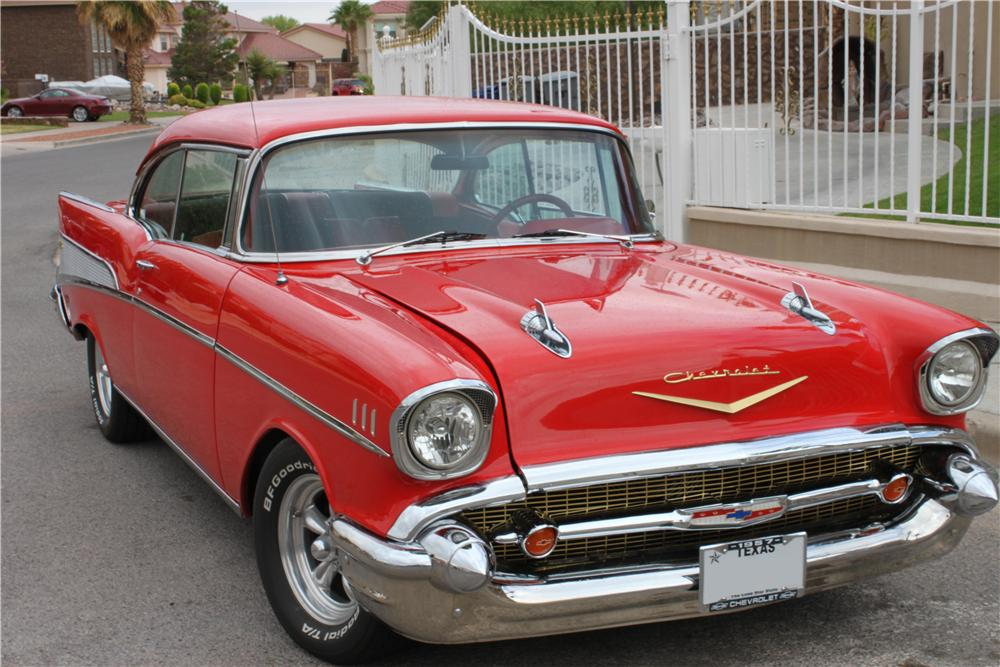 1957 CHEVROLET BEL AIR CUSTOM 2 DOOR HARDTOP - Front 3/4 - 157355