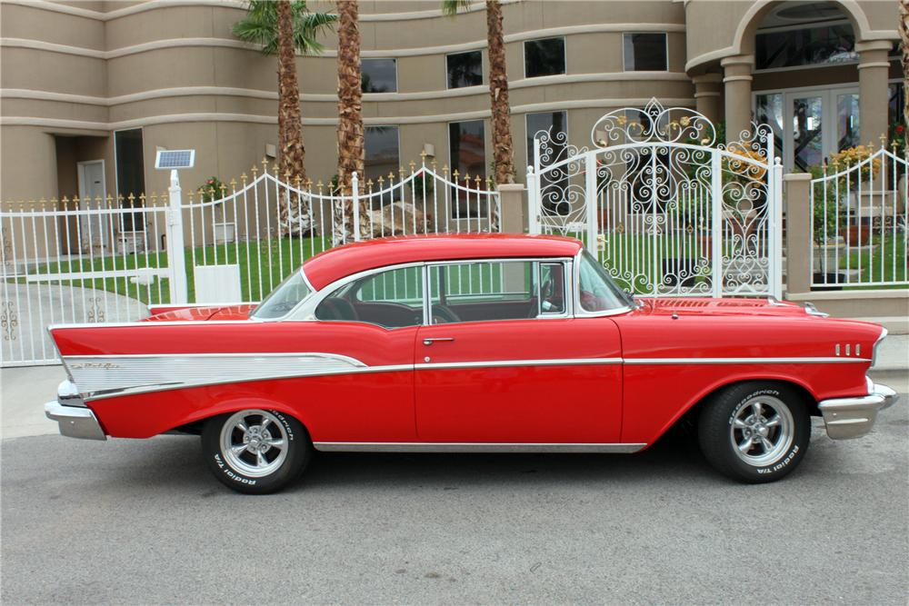 1957 CHEVROLET BEL AIR CUSTOM 2 DOOR HARDTOP - Side Profile - 157355