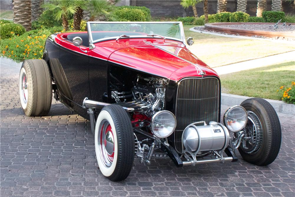 1932 FORD CUSTOM ROADSTER - Front 3/4 - 157376