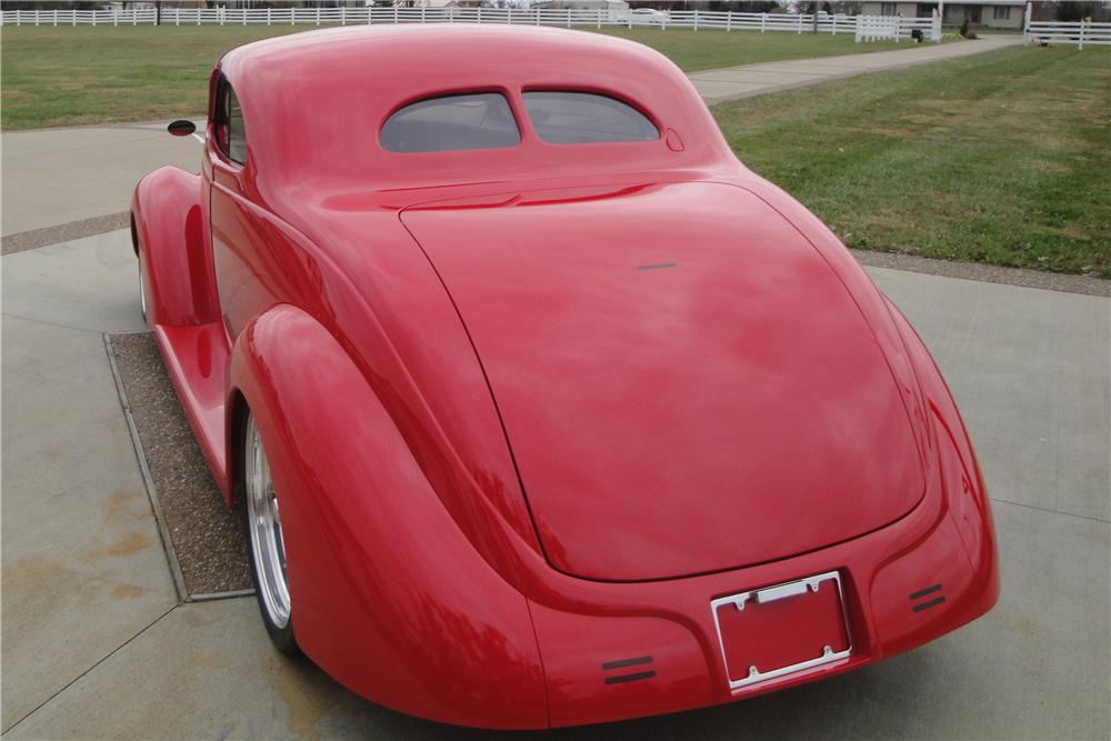 1937 FORD CUSTOM 2 DOOR COUPE - Rear 3/4 - 157377