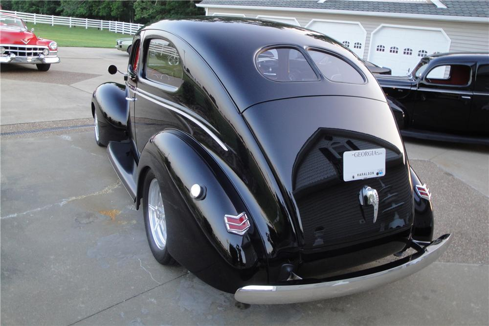 1940 FORD DELUXE CUSTOM 2 DOOR SEDAN - Rear 3/4 - 157378