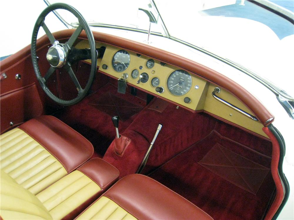 1953 JAGUAR XK 120 ROADSTER - Interior - 157398