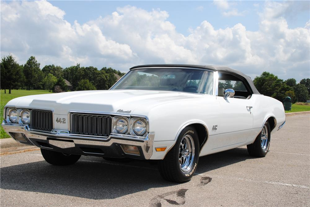 1970 OLDSMOBILE 442 CONVERTIBLE - Front 3/4 - 157402