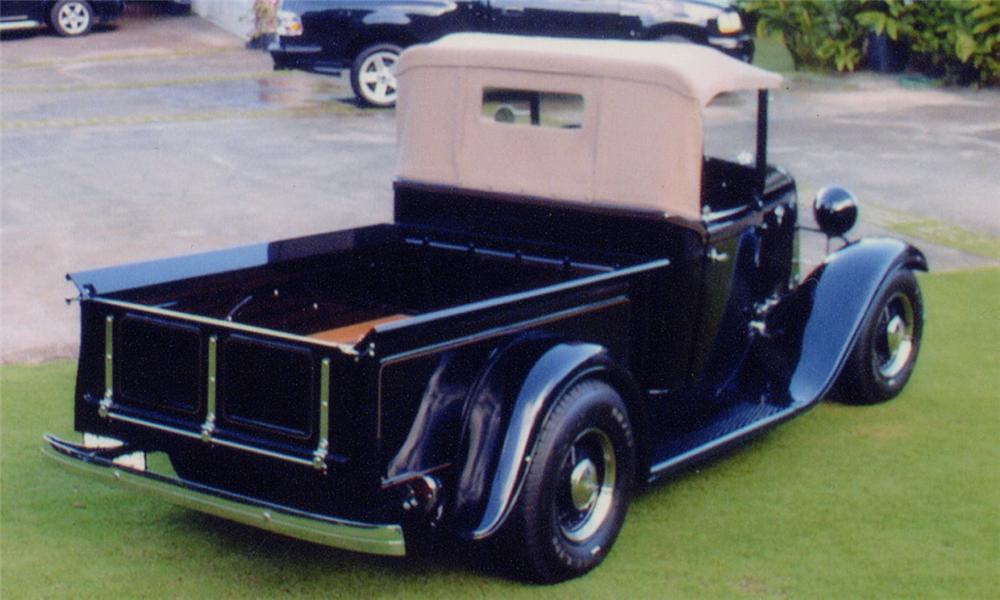 1933 FORD ROADSTER PICKUP - Rear 3/4 - 15741