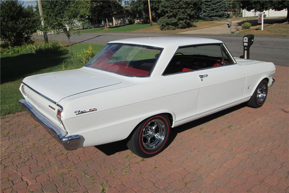 1965 CHEVROLET NOVA CUSTOM 2 DOOR HARDTOP - Rear 3/4 - 157492