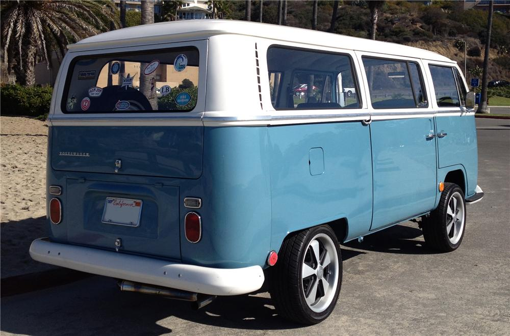 1969 VOLKSWAGEN CUSTOM BUS - Rear 3/4 - 157507
