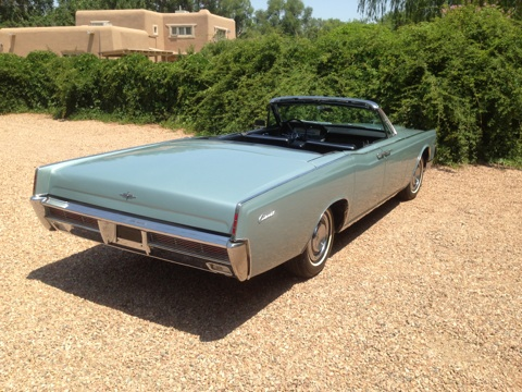 1966 LINCOLN CONTINENTAL CONVERTIBLE - Rear 3/4 - 157577