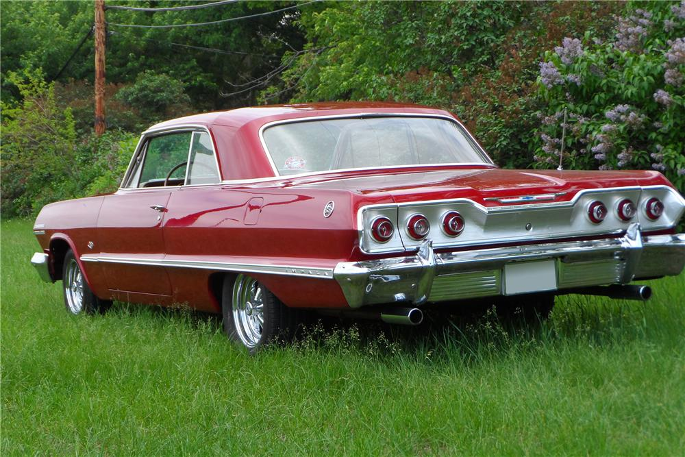 1963 CHEVROLET IMPALA CUSTOM 2 DOOR SPORT COUPE - Rear 3/4 - 157586
