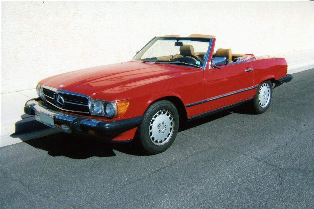 1988 MERCEDES-BENZ 560SL CONVERTIBLE - Front 3/4 - 157611