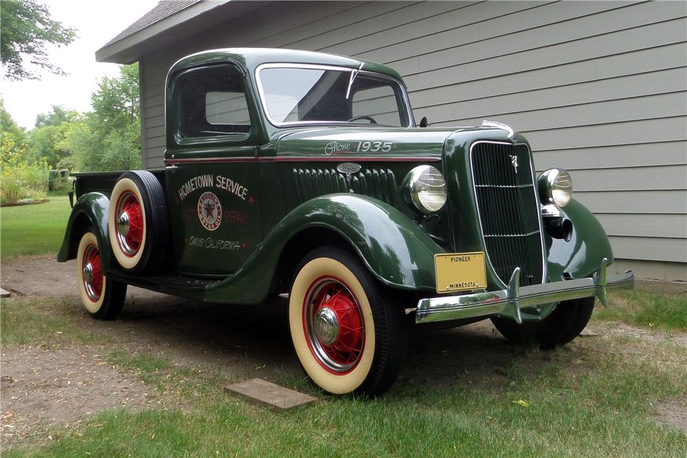 1935 FORD 1/2 TON CUSTOM PICKUP - Front 3/4 - 157617