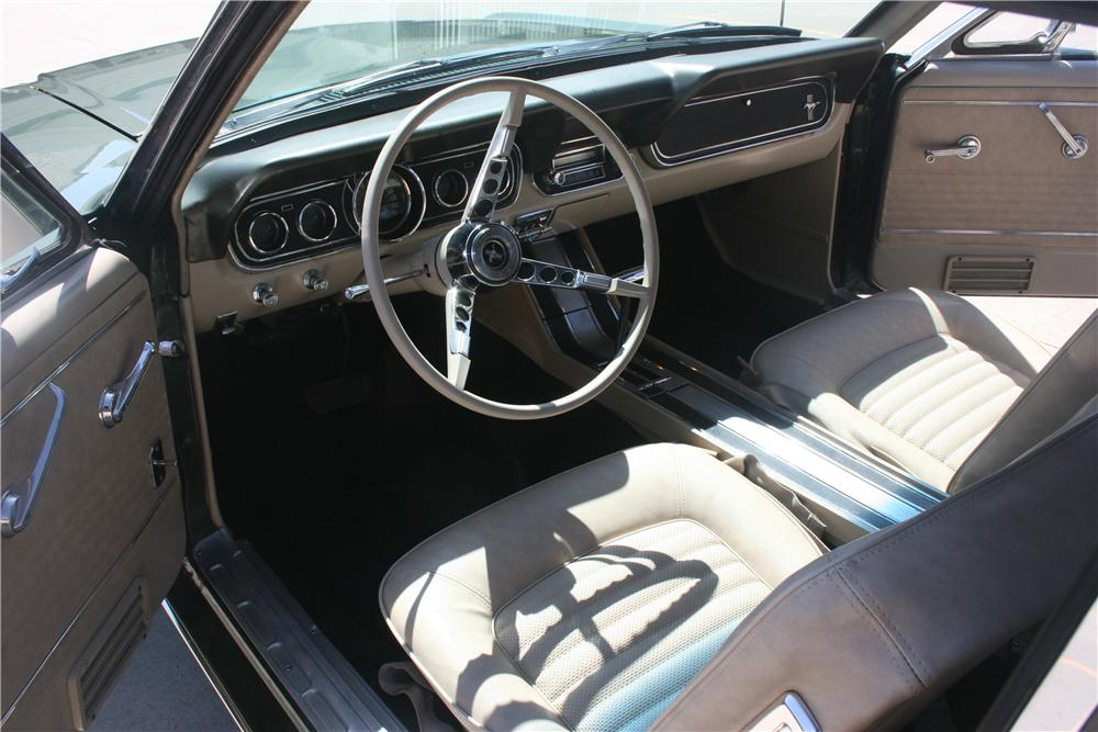 1966 FORD MUSTANG CONVERTIBLE - Interior - 157670