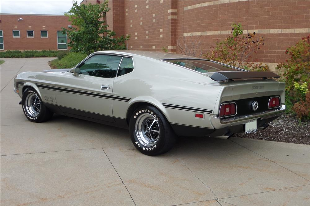 1971 FORD MUSTANG MACH 1 FASTBACK - Rear 3/4 - 157775