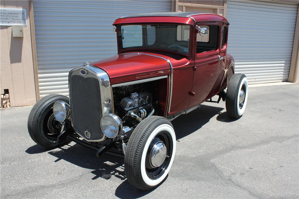 1931 FORD 5 WINDOW CUSTOM COUPE - Front 3/4 - 157814