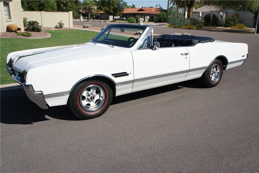 1966 OLDSMOBILE 442 CONVERTIBLE - Front 3/4 - 157817