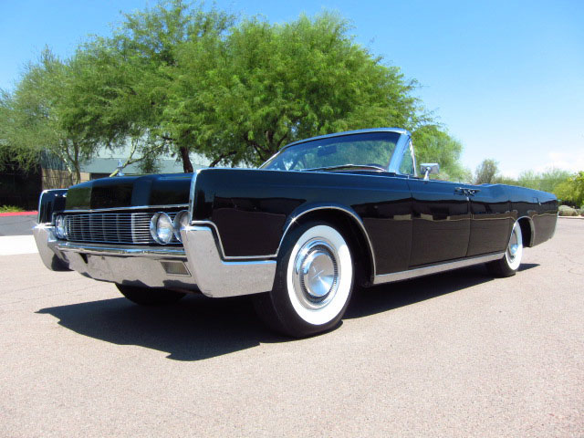 1966 LINCOLN CONTINENTAL CONVERTIBLE - Front 3/4 - 157839