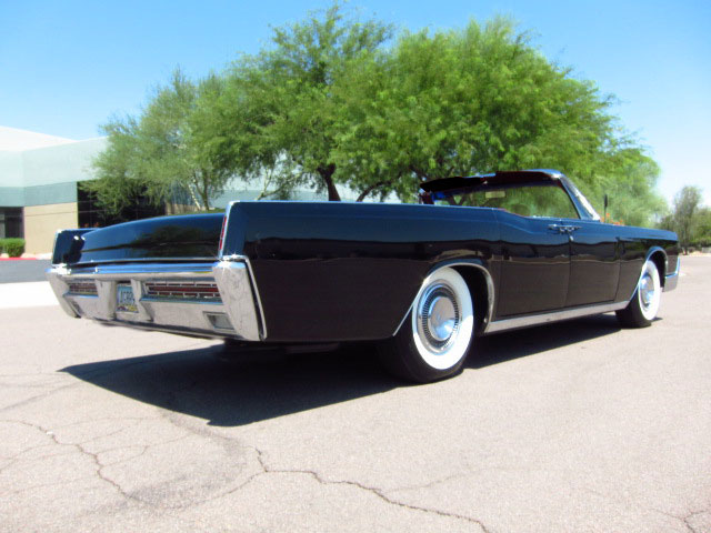 1966 LINCOLN CONTINENTAL CONVERTIBLE - Rear 3/4 - 157839