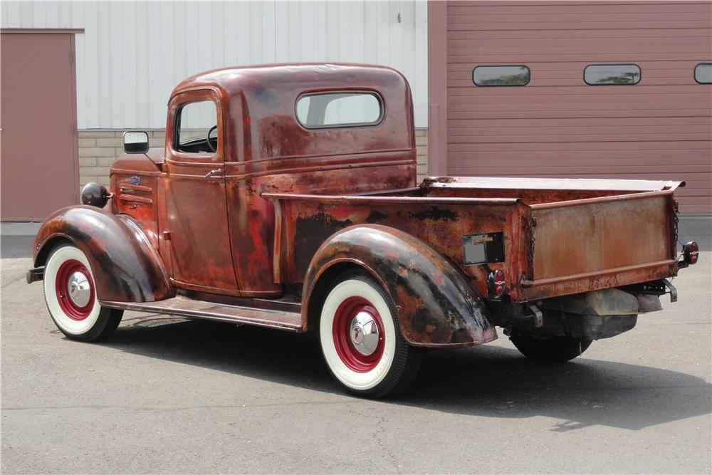 1937 CHEVROLET CUSTOM 1/2 TON PICK-UP - Rear 3/4 - 157854