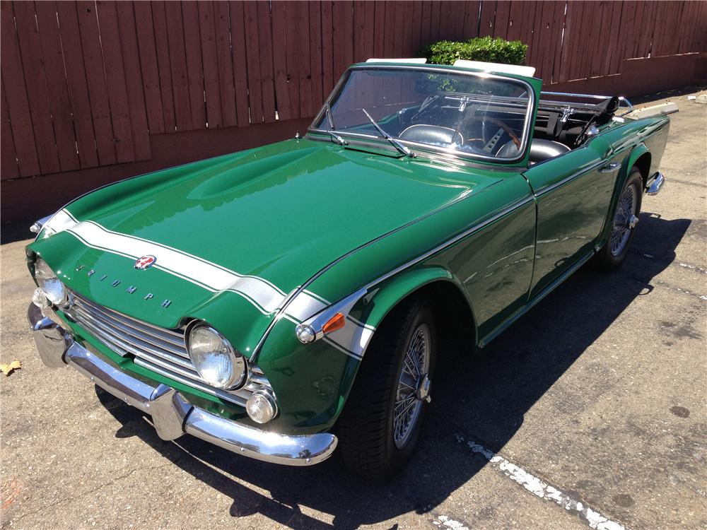 1967 TRIUMPH TR-4 A IRS CONVERTIBLE - Front 3/4 - 157880